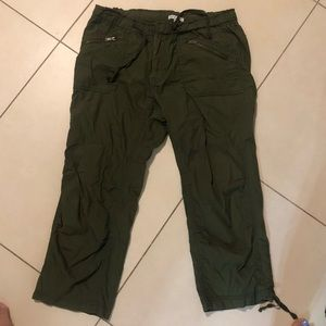 Gap sz 4 cargo capris in army green loose fit new